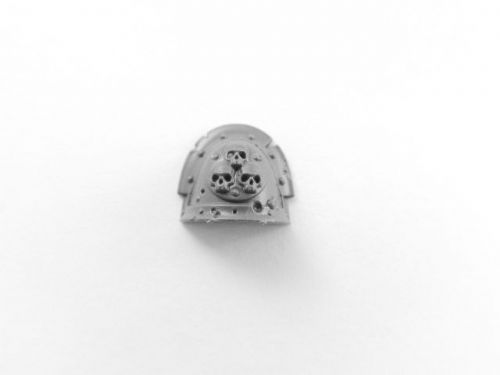 plague marine shoulder pad (b)